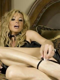 Blonde Erotica Pictures