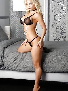 Naked Big Tits Babes Pics