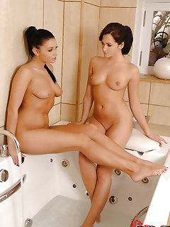 Brunette Babes Erotic Pics