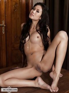 Erotic Asian Babes Pics